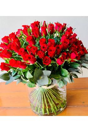 100 Red Roses in a Vase Arrangement